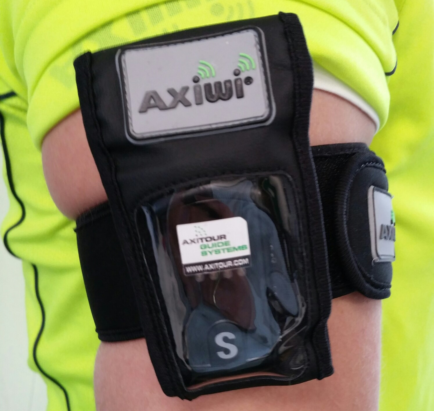 axiwi-armband-arm