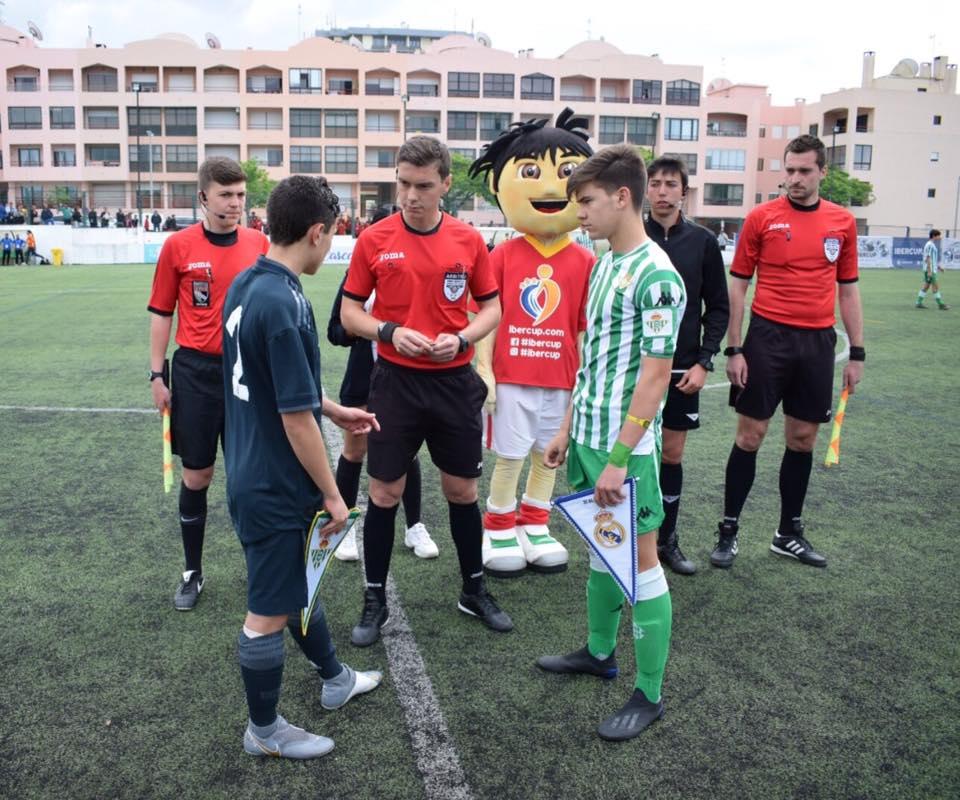 axiwi-referee-academy-voetbal-scheidsrechters-ibercup-cascais-toss