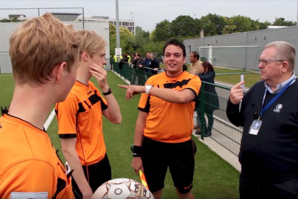 kaa-gent-referee-academy-innoveert-met-axiwi-scheidsrechter-communicatie-systeem