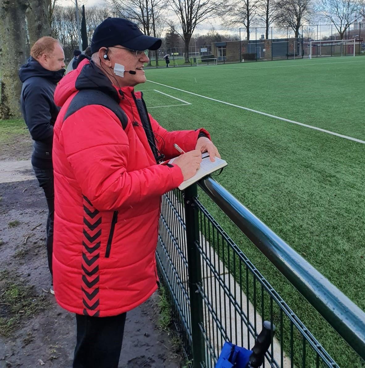 svdu-headset-coaching-coach-scheidsrechter-sportveld